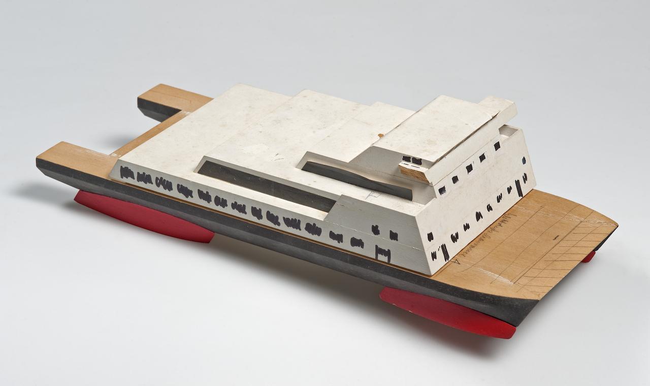 Piroscafo passeggeri. Modello di studio in legno verniciato. design Richard Sapper.